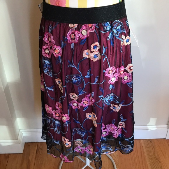 The Lola skirt, LuLaRoe's midi skirt